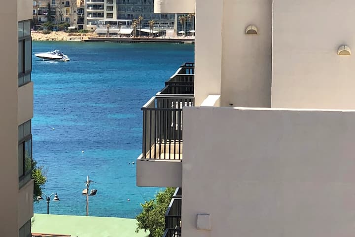Sliema, Seaside VIEWS, NEW centrally located apt.