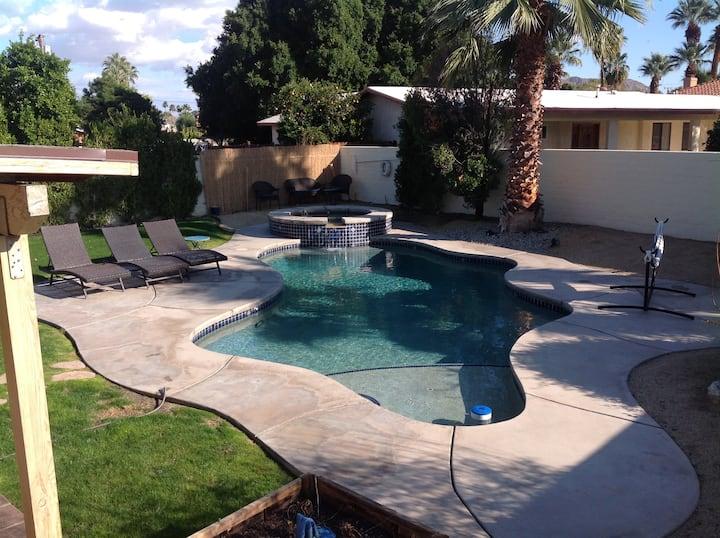 *Exceptional Neighborhood *Private Pool* Big Yard