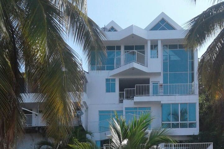 Beautiful house with private beach access - Santa Marta
