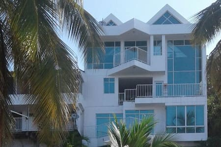 Beautiful house with private beach access - Santa Marta - Hus