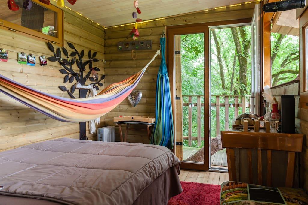 cabane dans les arbres vue sur l 39 le de peneleau. Black Bedroom Furniture Sets. Home Design Ideas