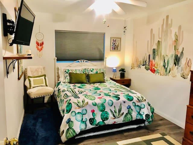 Roadrunner bedroom with Queen bed