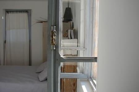 Chambre Gabrielle - Saint-Pierre-de-Mézoargues - Дом