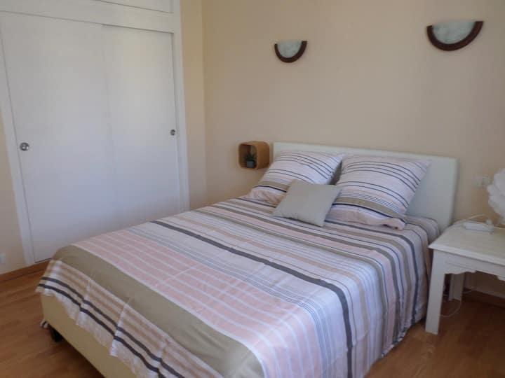 chambre lit  140 cm couchage neuf pour non fumeurs