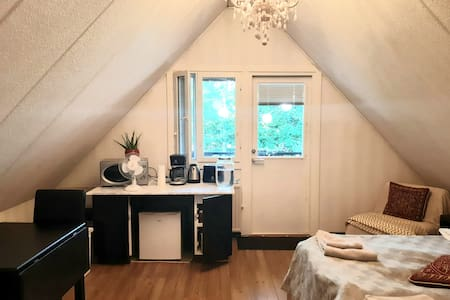 Large, quiet and cozy bedroom with ensuite balcony