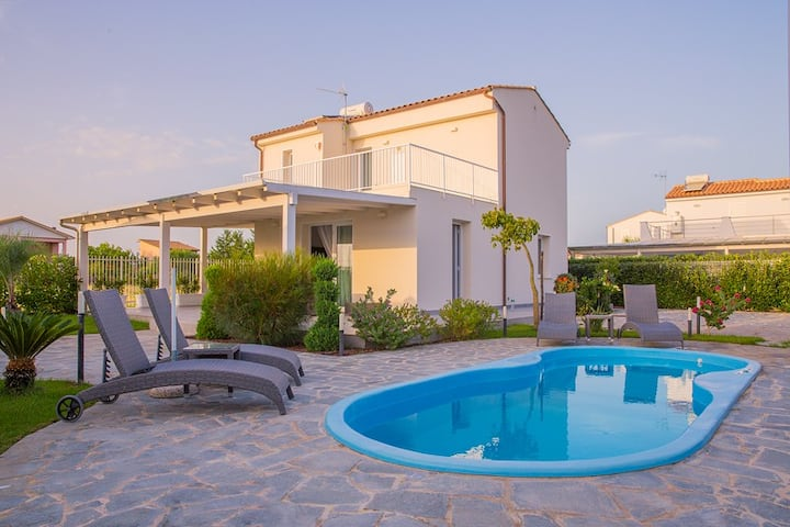 VILLA WITH POOL AND SEA VIEW CEFALU' - max 7p