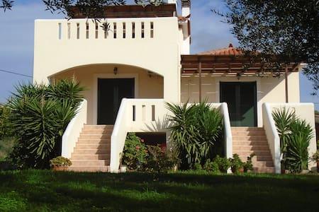 Tompras Village-Furnished House - Lakonia - Casa