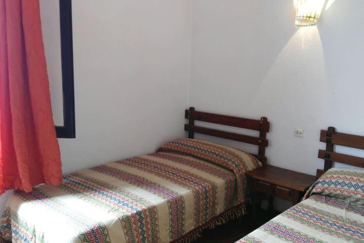 Habitaciones en casa particular a 250 mts. playa** - Son Carrió - Casa