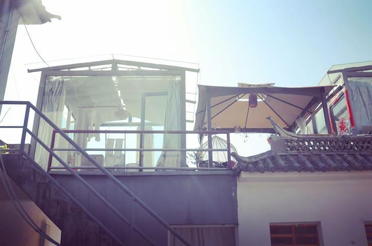 大理古城人民路1号的玻璃房子 - Dali - Hus