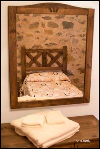 CASA RURAL LA MURALLA-habitación La Pobleta