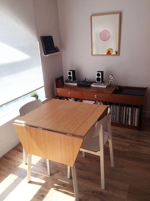 Living room with a extensible dinning table