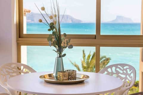 New, First line appartement,close to centre Albir