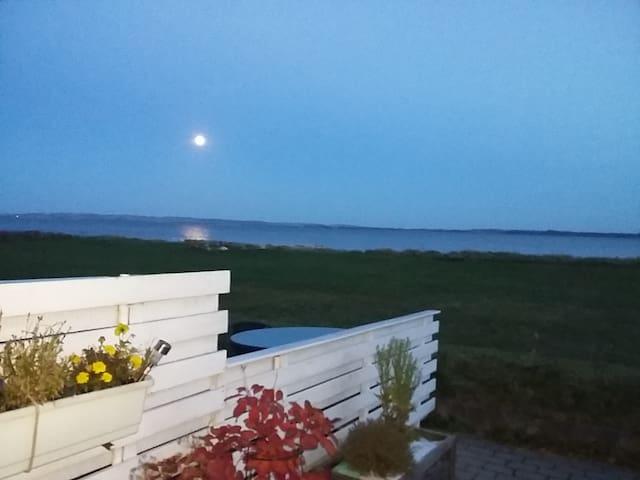 "Charmerende ""dukkehus""  i vandkanten - Skæring, Egå - Huis"