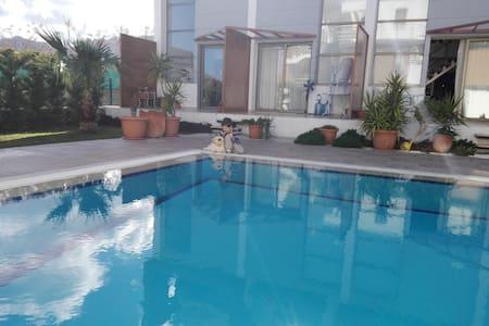 Солнечные апартаменты возле моря - Girne - Kondominium