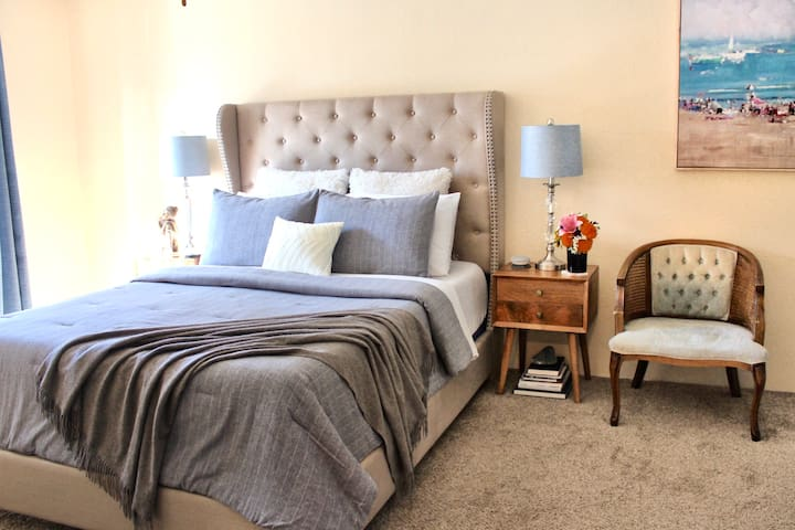 Amazing Room Steps From Downtown PALM SPRINGS