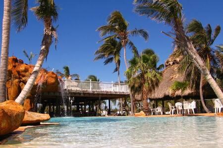 Islamorada-Florida Keys Jacuzzi room - 伊斯拉摩拉(Islamorada) - 家庭式旅館