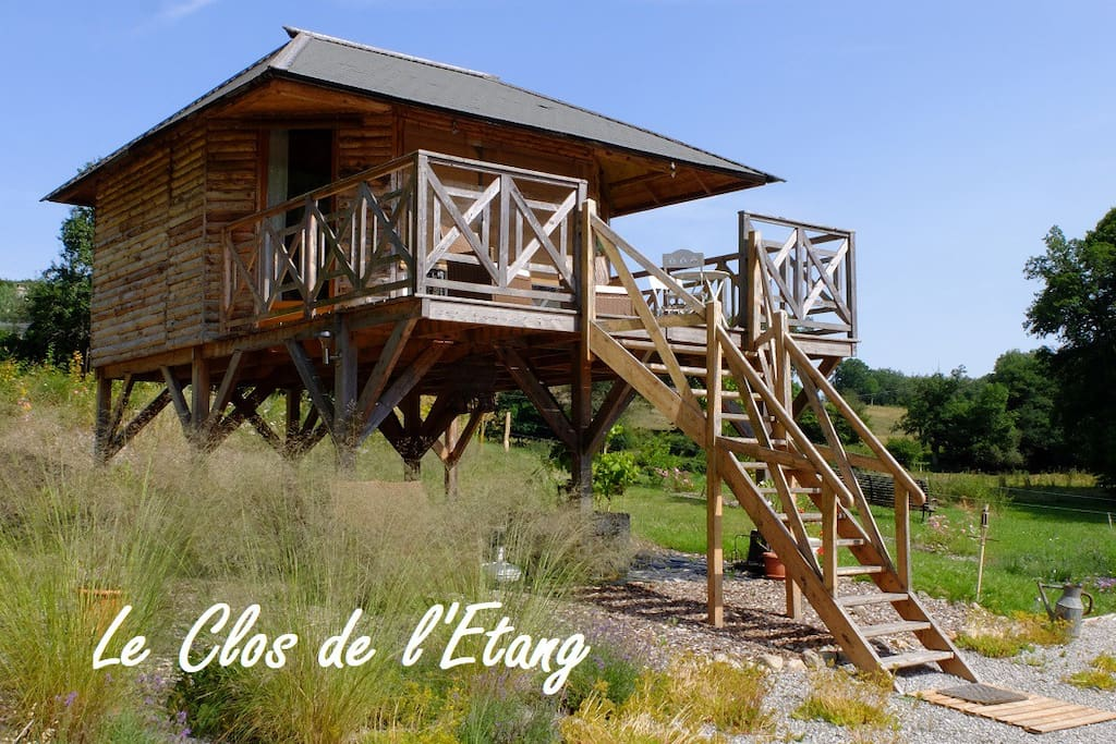 chalet bois sur pilotis cabins for rent in la villetelle limousin france. Black Bedroom Furniture Sets. Home Design Ideas