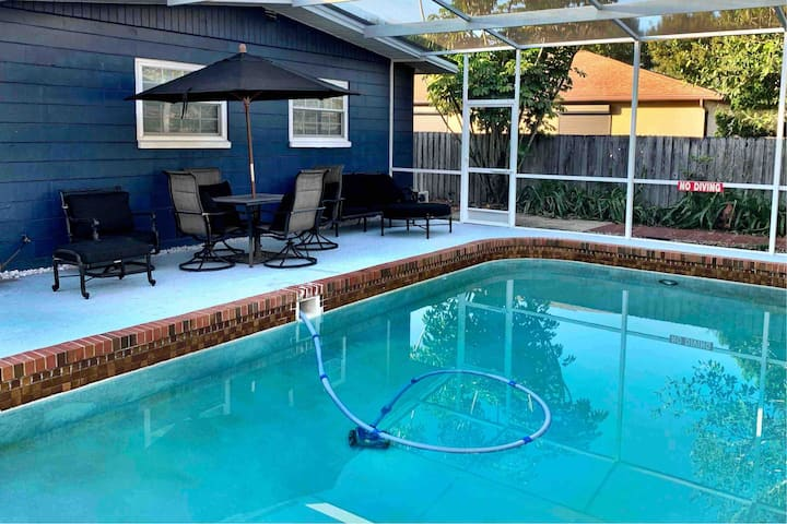 Quiet and relaxing poolside oasis with billiards!