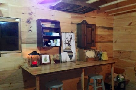 Cabin in the woods! Peace and Quiet! - East Andover - 小木屋