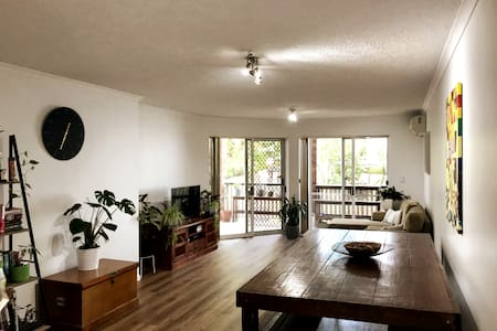 Spacious apartment close to the city and transport