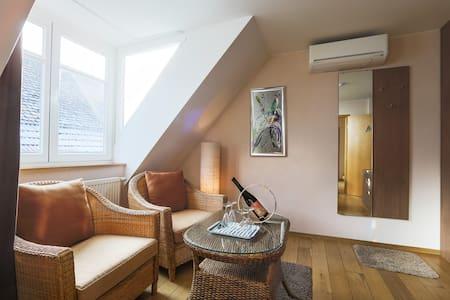"""Gästehaus """"Zum Schreiner"""" - Rhodt unter Rietburg - Bed & Breakfast"""