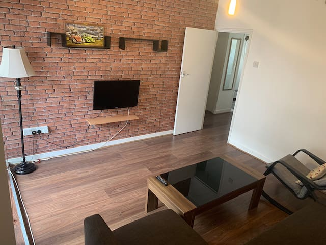 1 BEDROOM FLAT-ZONE 2 20 minutes to central London