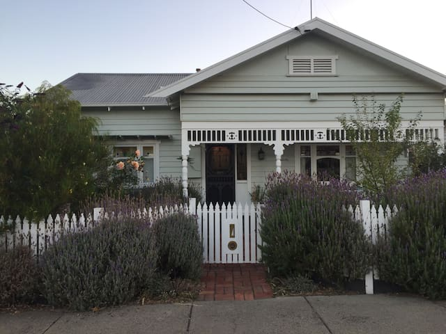 Cozy 2bd, conveniently located - Geelong - Huis