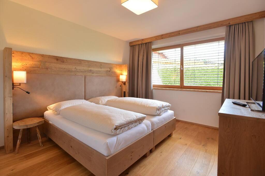 Schlafzimmer- Betten auch als Einzelbetten möglich