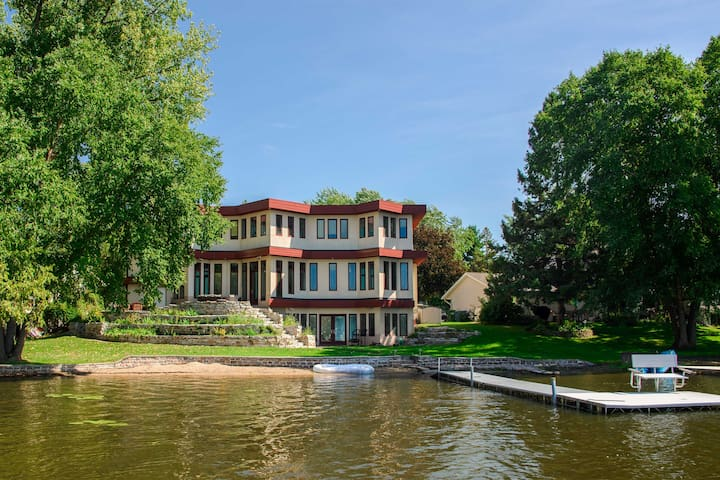NEW! Apartment w/Dock & Patio Access on Long Lake