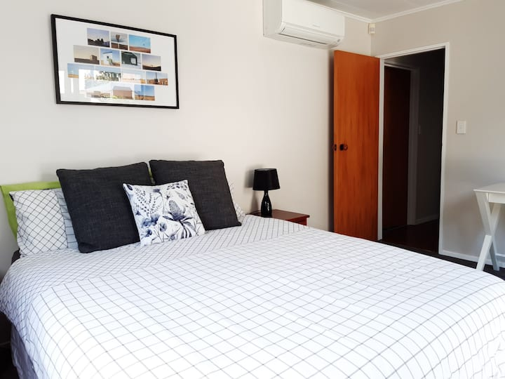 Peaceful, comfy space with ensuite at Tui Rise
