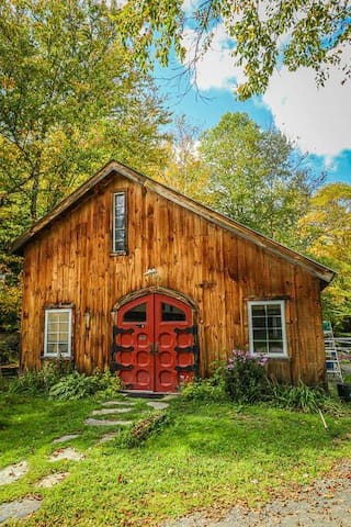 Cozy Post and Beam Barn.Uniquely Vermont.