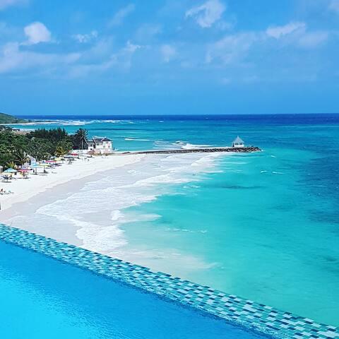 4 Bedroom Private Beachfront  Villa w/ staff