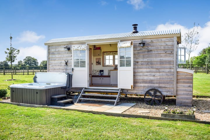 Shepherds Hut, Hot Tub, Saltford, Cotswolds