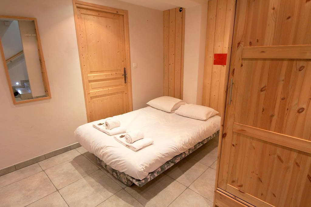 Chalet Minouche Chamonix | Mont Blanc Retreats | Double sofa bed in foyer