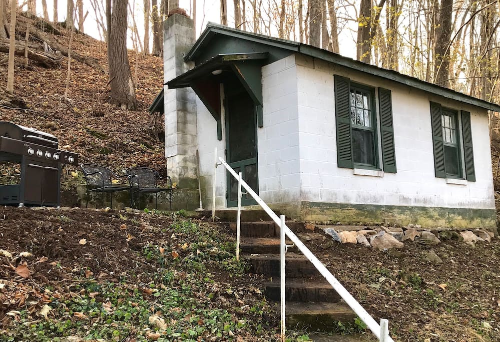 Secluded 1940s Romantic Tiny House On The River Tiny