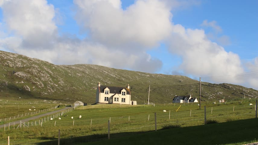 Beach views at The Croft, Isle of Harris - Na h-Eileanan an Iar - Huis