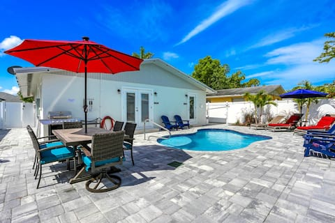 3/2 Heated Pool House with Family Game Room