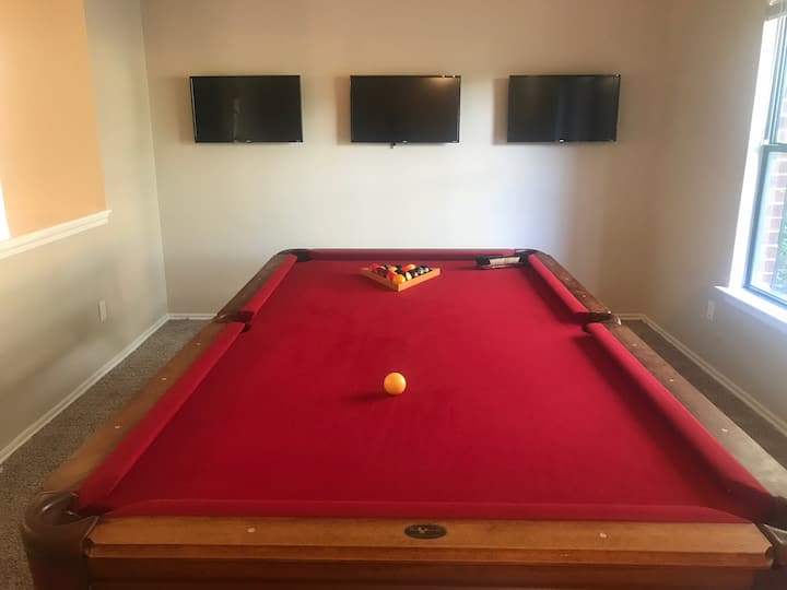 Huge home with with pool table