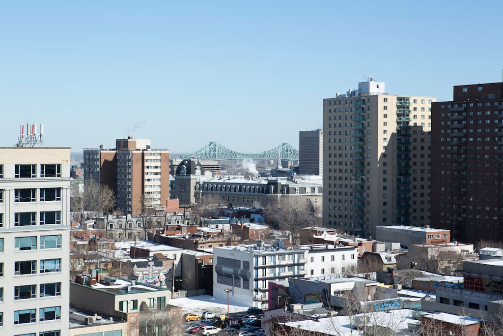Amazing view of est Montreal and Downtown.
