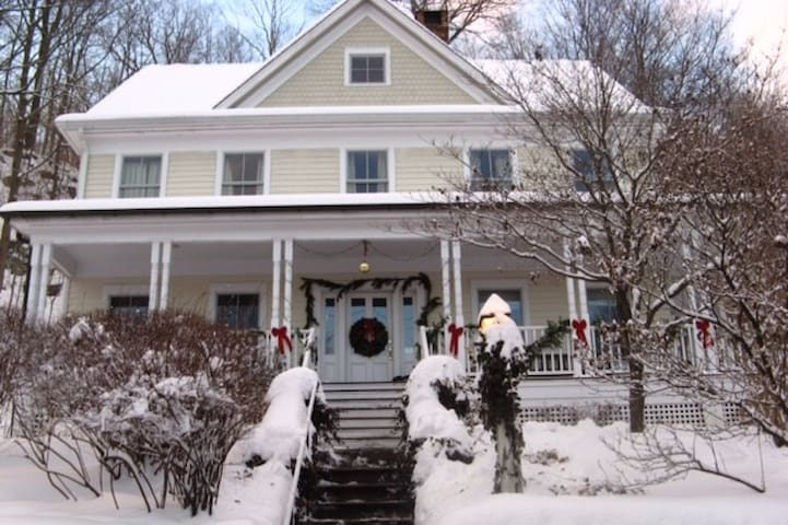 In town colonial with good access to NYC - Katonah - Rumah