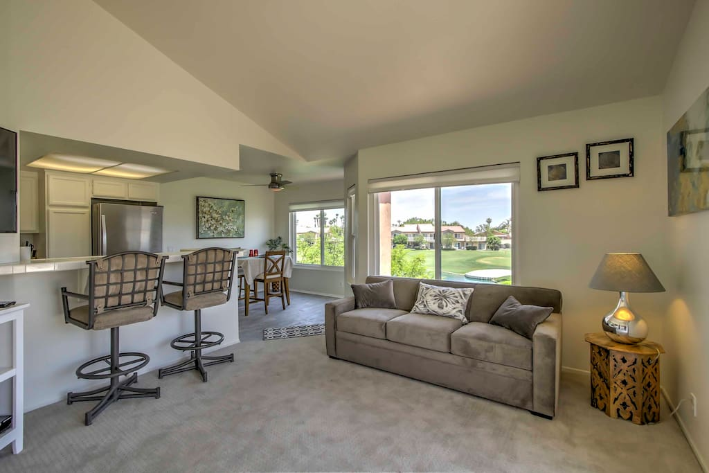 This condo is perfect for a weekend getaway, golf trip, and is only 20 minutes away from Coachella for festival goers.