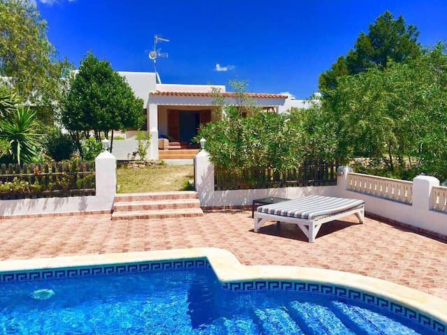 Villa Hara with pool / Santa Gertrudis De Fruitera