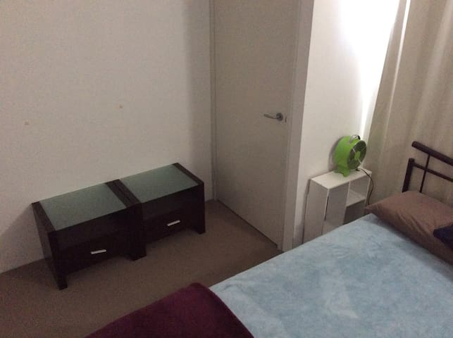 Quiet room in Family home, close to amenities - Baldivis - Huis