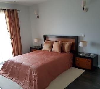 alugo quartos 13 de Maio - Fátima - Visita Papal - Pedrógão - Bed & Breakfast