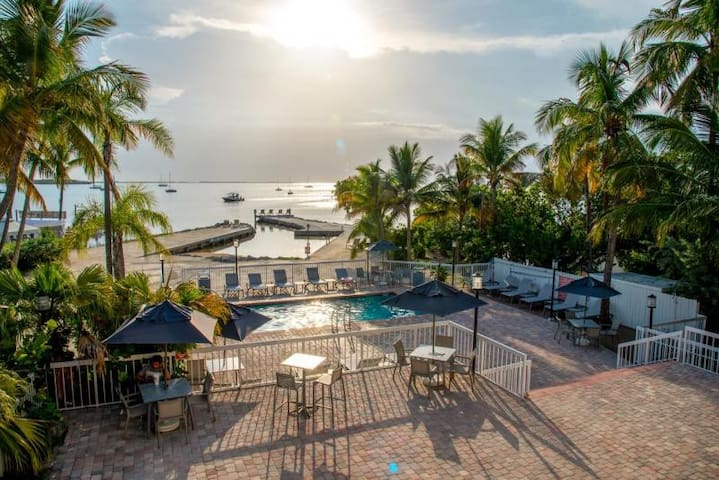 Florida Keys Getaway! Cozy Unit for 4, Pool