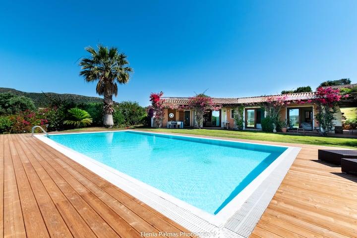 Villa Laguna with pool and near the sandy beach