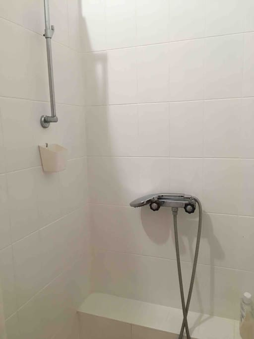 Salle d'eau privée contigüe à la chambre