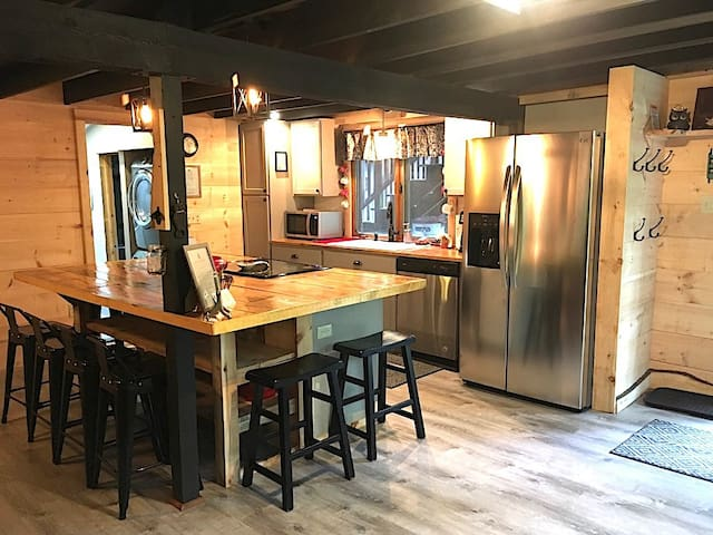 Owl-Pine Ski Lodge: Rustic Cabin w/Hot Tub
