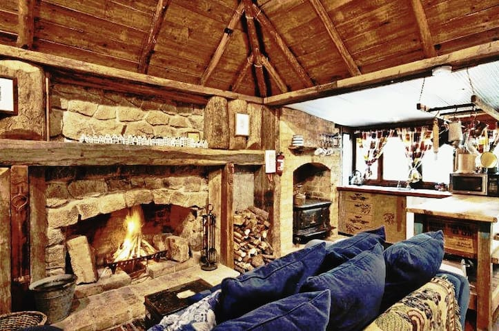 Romantic & Cosy in the Village 'Loughmore Cottage'