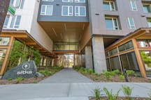 Stellar Seattle 2BR with Amenities